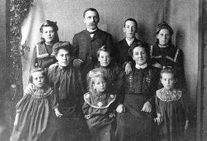 Mike & Jane Manson family, Cortes Island, BC.  How much could you have guessed about this family's circumstances from this photo? Courtesy Museum at Campbell River. #9358.